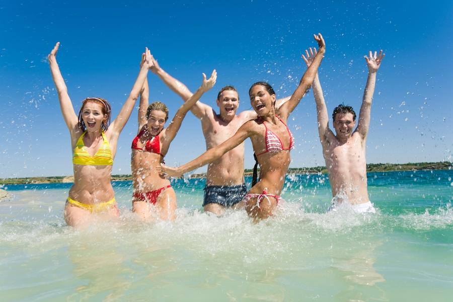 Картинки по запросу осенние каникулы на море фото